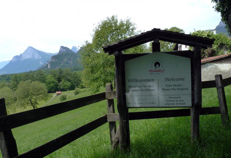 Der Einladung ins Heididorf folgen Touristen aus aller Welt.