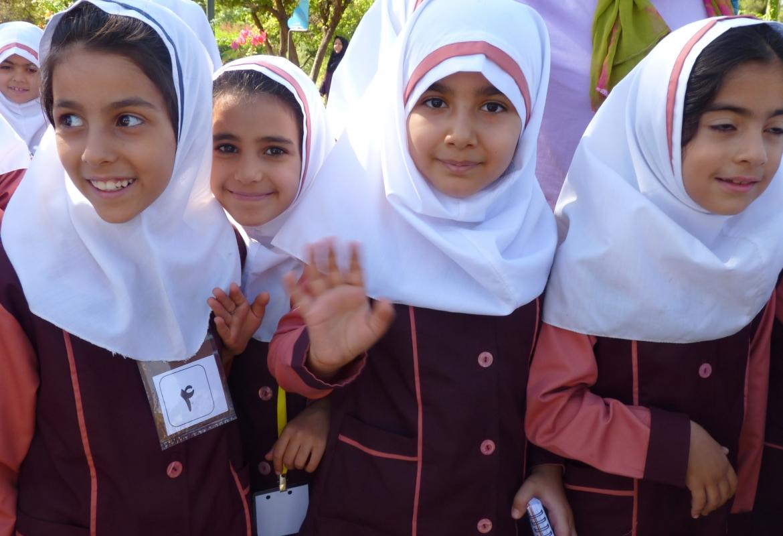 Iran (Schülerinnen in Shiraz)