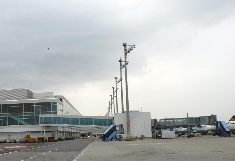 Noch ein Blick auf den neuen Satelliten am  Terminal 2.