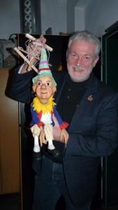 Puppenspieler Klaus Marschall mit Kasperl