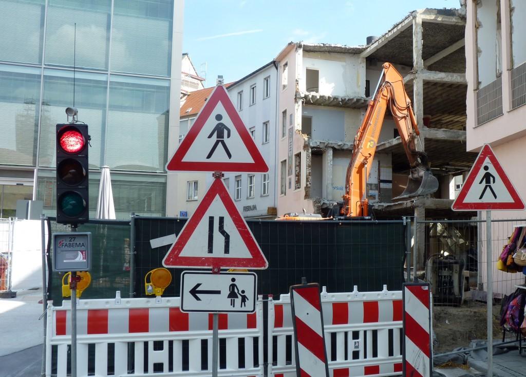 Rote Ampel an der Baustelle