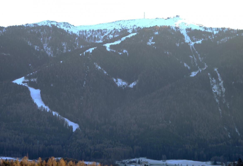 Weiße Skibänder in den Dolomiten:  An den Anblick haben sich Skifahrer mittlerweile gewöhnt.