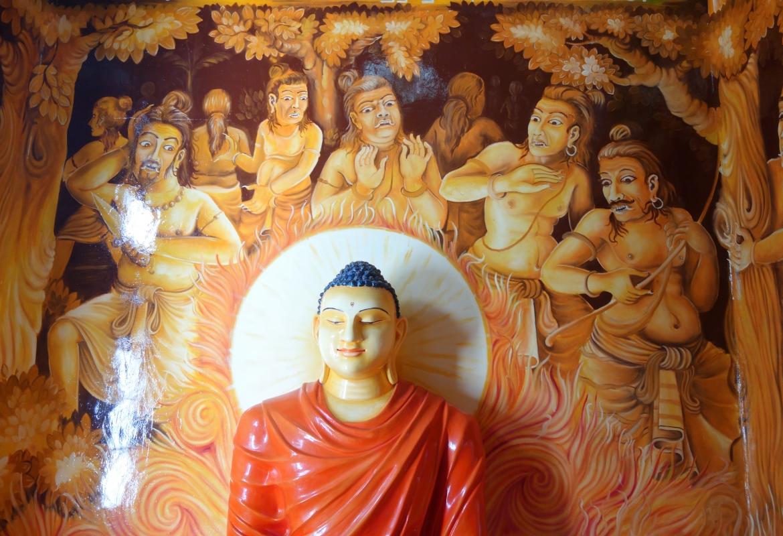 Buddha lächelt – den Erleuchteten können auch die wilden Krieger nicht aus der Ruhe bringen.