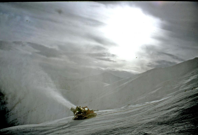 Sobald es kalt genug ist, feuern die Schneekanonen aus allen Rohren.