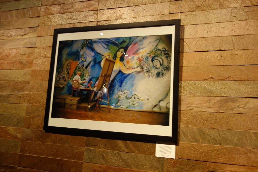 Marc Chagall bemalt die Decke der Opera Garnier.