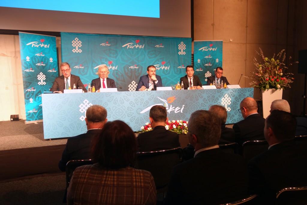Bei der ITB-Pressekonferenz der Türkei fand Tourismusminister Mahir Ünal harte Worte.