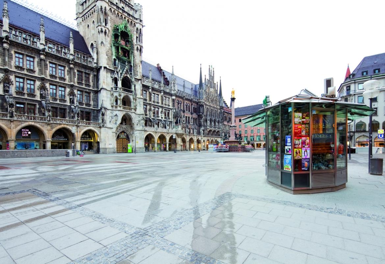 Kein Mensch nirgendwo und das auf dem Marienplatz. Bild: (c) Silent Space, Verlag Anton Pustet