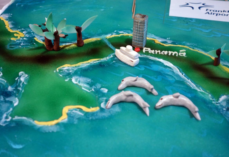 Zum Erstflug der Lufthansa von Frankfurt nach Panama gab's eine Torte.  Ein Stück vom Kuchen wollen in Panama wohl viele Finanzjongleure.