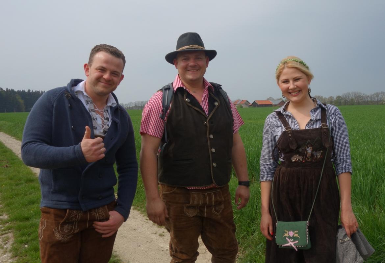 Im Bayernlook:  Dimitri , Mathias und Lisa Auf der Bierwallfahrt