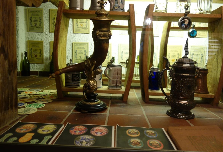 Zu einer Reise in die Biergeschiche lädt das kleine Biermuseum ein, das Eugen Münch im Keller eingerichtet hat.