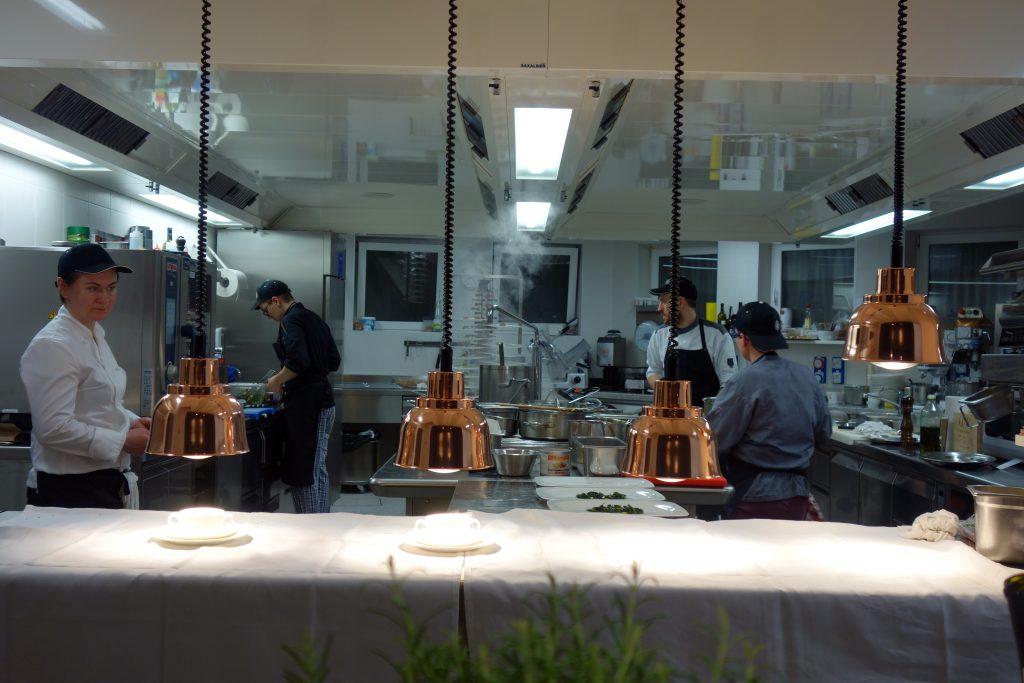 Die Küchenbrigade arbeitet nach einer genauen Choreographie.