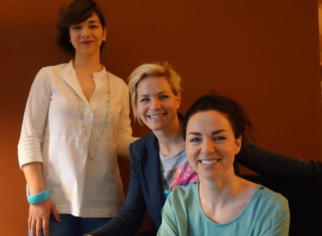 Drei Mäderln in Harmonie, v. links Anna, Priska und Martina.
