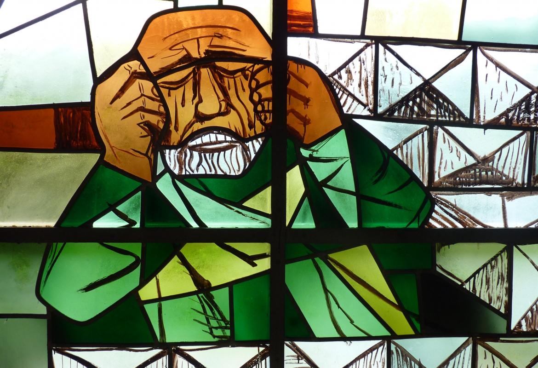 In der Petruskapelle bei Kattenhorn hat Dix die Glasfenster gestaltet.