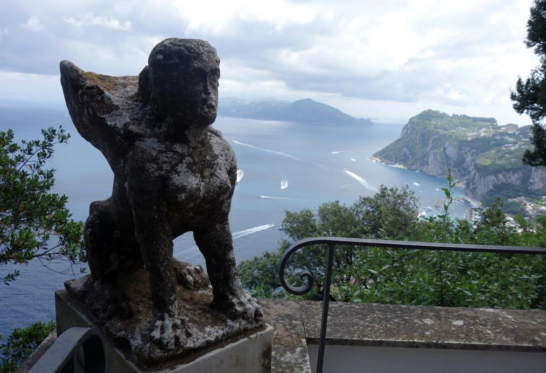 Fantastisch ist der Blick von der Villa des Inselarztes und Autors Axel Munthe auf Capri.