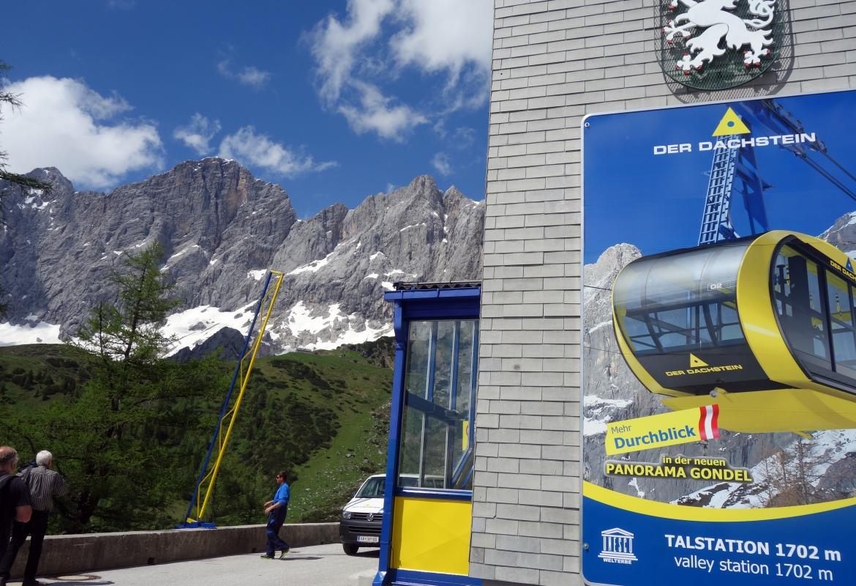 Die Dachstein-Bahn lockt mit einer Panoramagondel.