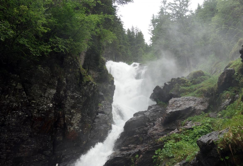 Der Riesach-Wasserfall gebärdet sich tatsächlich wild.