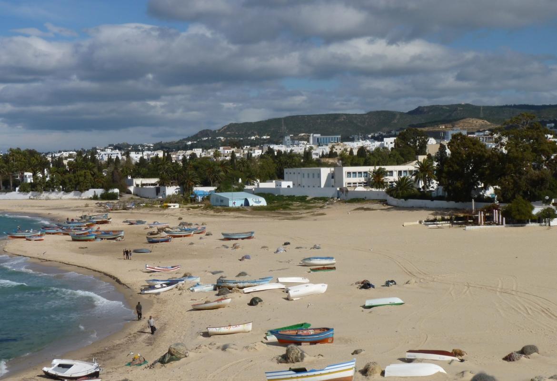In Tunesien warten die Boote am Strand von Hammemet vergeblich auf Touristen.