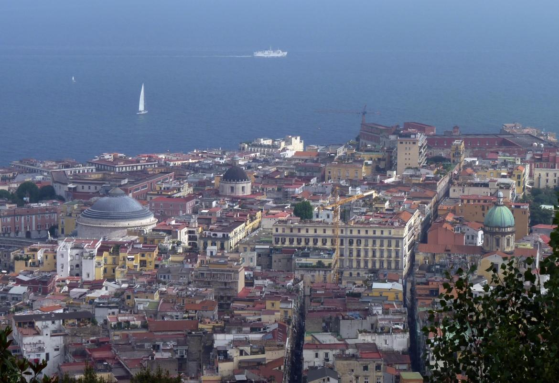 Vom Vomero aus wirkt Neapel wie eine Spielzeugstadt.