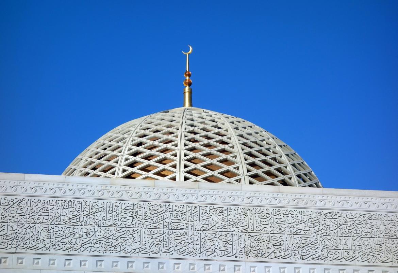 Auch im Oman (die Grand Moschee in Muskat) verstärken die Münchner ihre Präsenz – vor allem in Salalah.