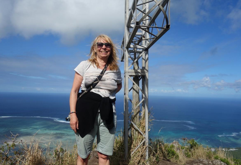 Verschwitzt und windzerzaust aber glücklich: Der Gipfel ist geschafft!