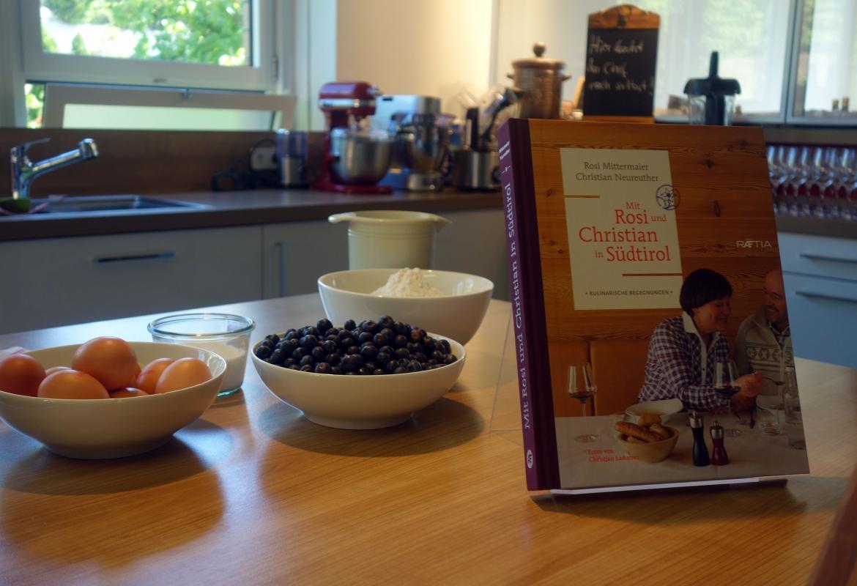 Bei der Buchvorstellung  im Kochstudio warten die Zutaten auf die Köche.