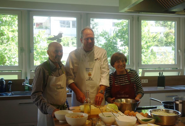 Zusammen mit Paul Grüner wollen Rosi und Christian einige Kostproben servieren.