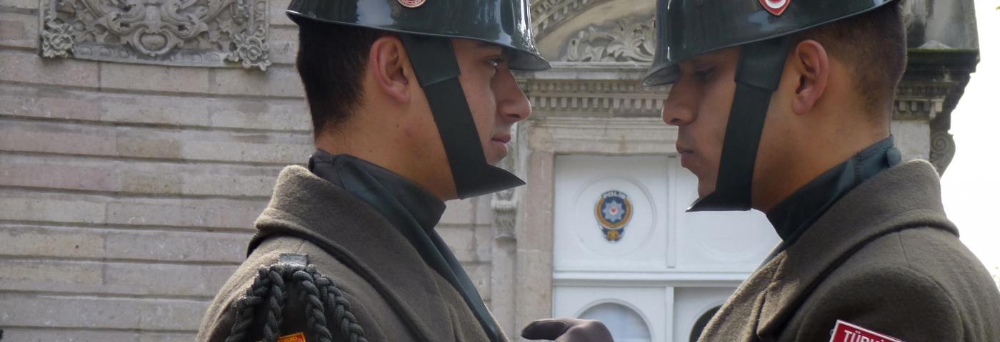 Türkei Istanbul vor Dolmabace Palast