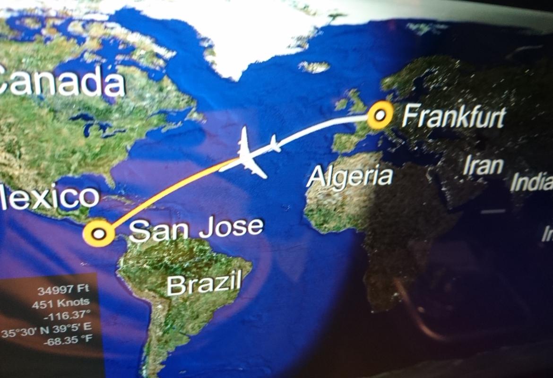 Es ist ein langer Flug von Frankfurt nach San José.