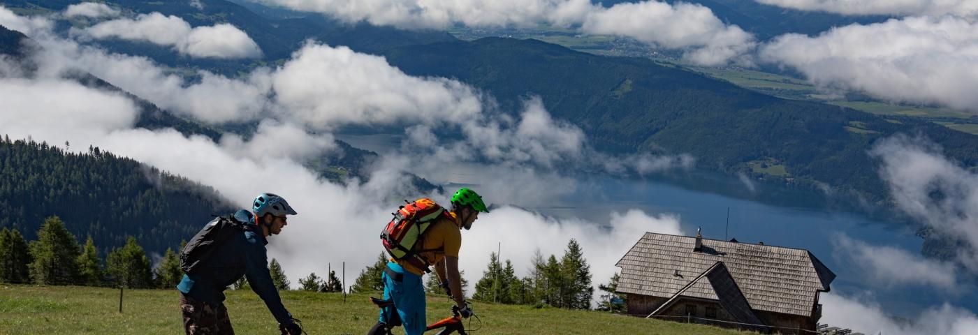 E-Bikes: Lächelnd auf den Berg