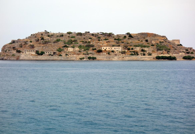 Von weitem gesehen könnte Spinalonga auch eine Hotelinsel sein.