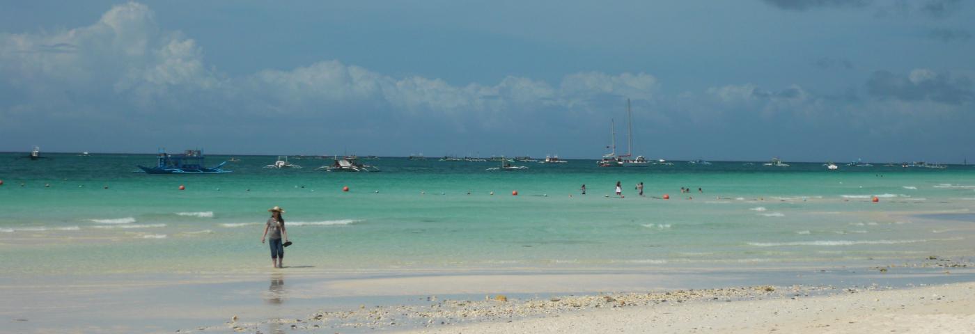 Philippinen Borocay weißer Strand klares Wasser
