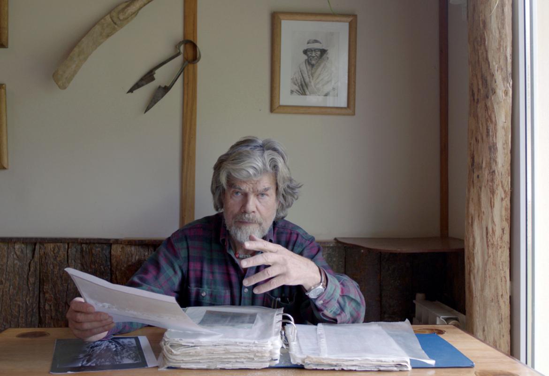 Reinhold Messner hat sich intensiv mit der angeblichen Erstbesteigung des Cerro Torre durch Cesare Maestri und Toni Egger beschäftigt.  Im Film begibt er sich auf Spurensuche.  Bild (c) Riva Film