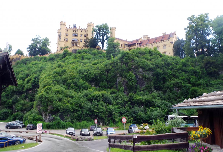 Ungewöhnlich leer ist der Parkplatz unter Schloss Hohenschwangau.