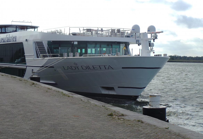 Die Lady Diletta fährt auf dem Rhein – auf unterschiedlichen Routen.