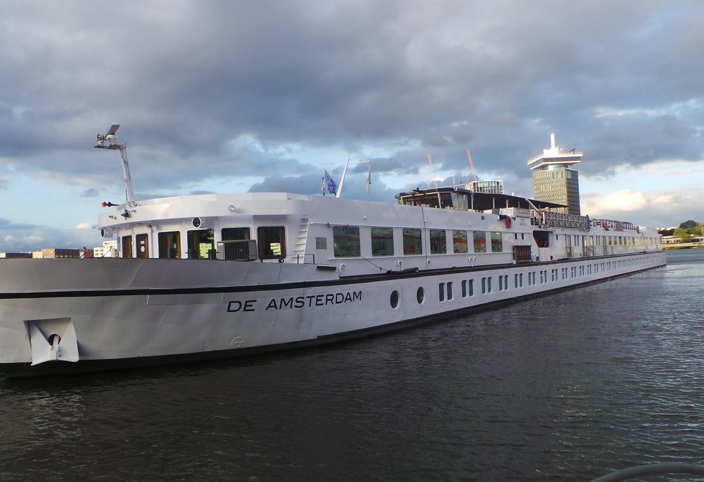 Das ist unser schwimmendes Zuhause für eine Woche, die Amsterdam.