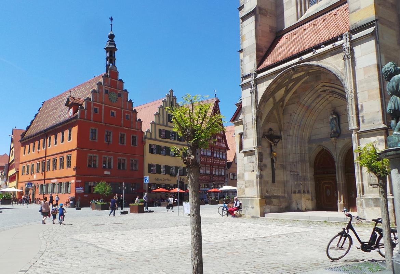 """Der Platz vor dem Münster in """"Deutschlands schönster Altstadt"""""""